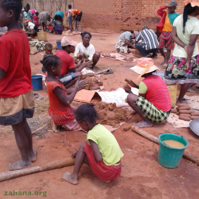 Building improved cookstoves with many hands