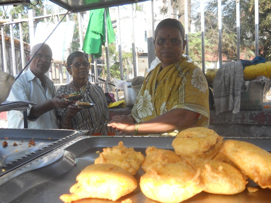 Rukmini More selling Vada Pav at bus station.
