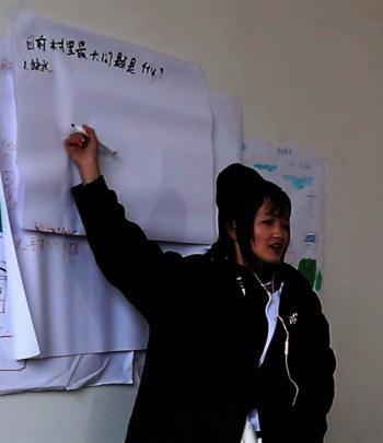 Meili facilitates discussion during training