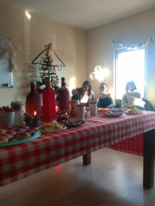 The girls organized a new years party!