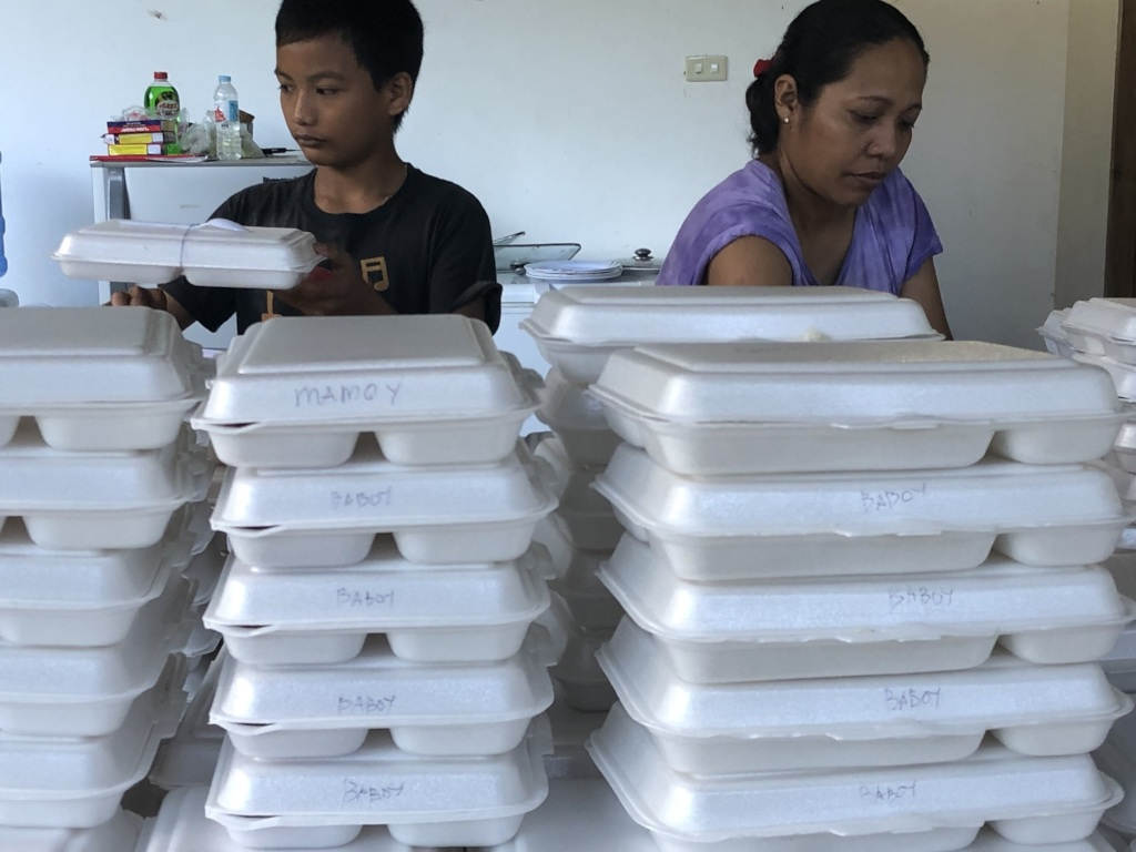 Preparing food packs