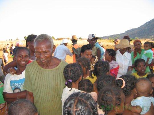 Dadaleva with students at Zahana's school