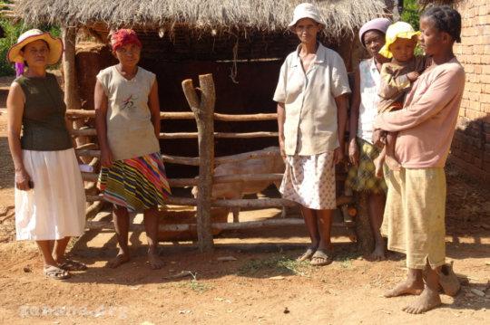 Fiarenana women's group infront of their pig pen
