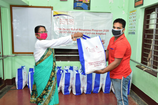 Distribution of grains and masks to mothers