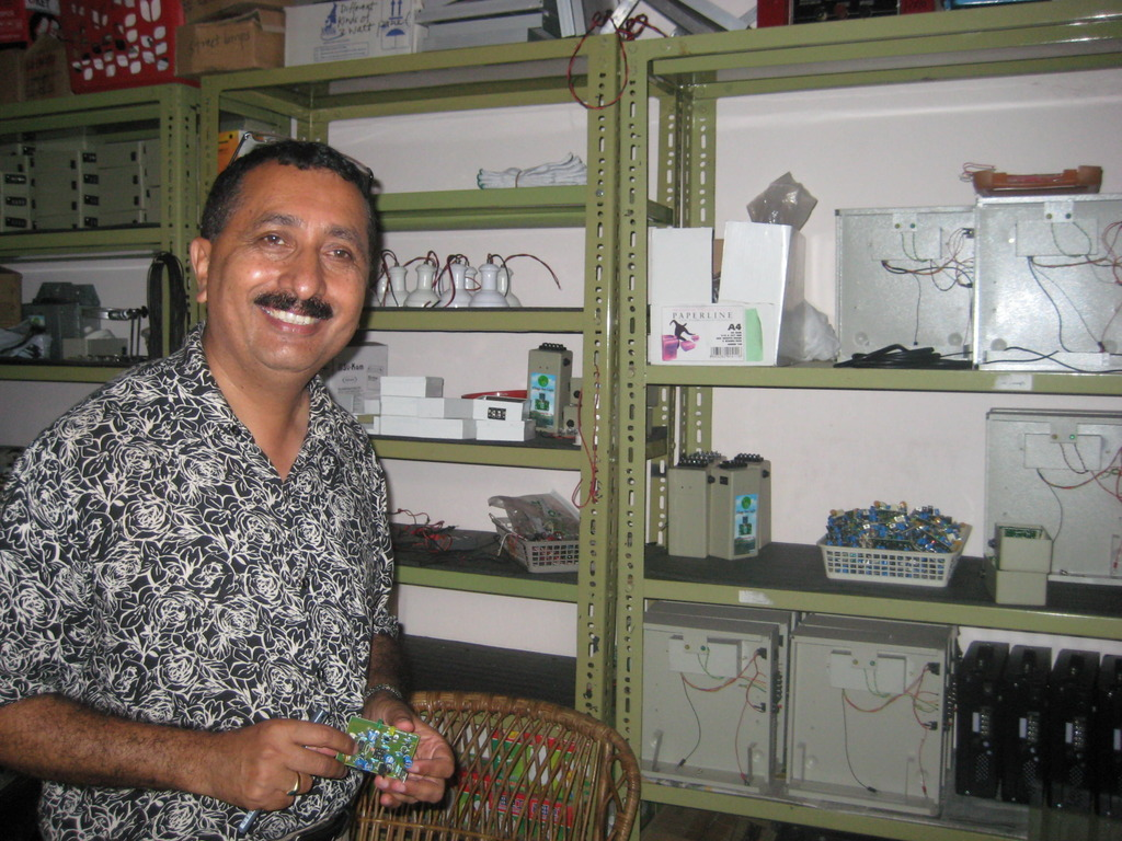 Coordinator Nandu with parts for solar light