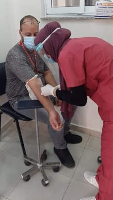 Al Awda Hospital drawing blood to test for COVID19