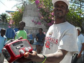 Man receives handcrack radio (Winnie Romeril)