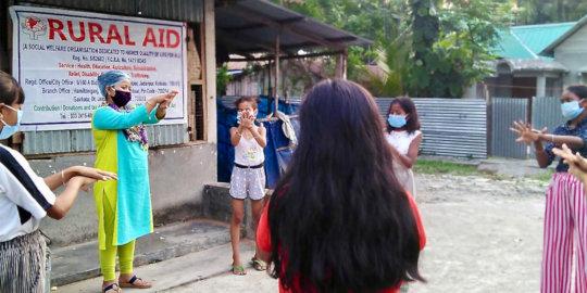 Rural Aid demonstrates proper hand washing