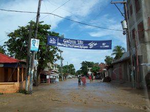Leogane - Gadyen Dlo banner over flooded street