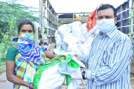Migrant workers daily wage labours getting food
