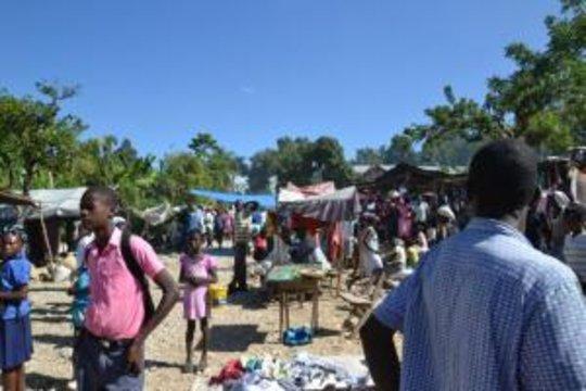 Market of Kolonbye open for business