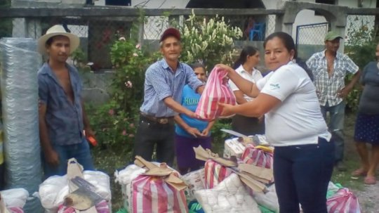Red COMAL staff in Honduras distributing aid kits