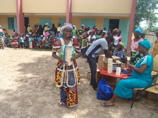 Distribution of soap and masks in Fina