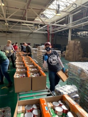 Photo of a corporate volunteer at Distribution Cen