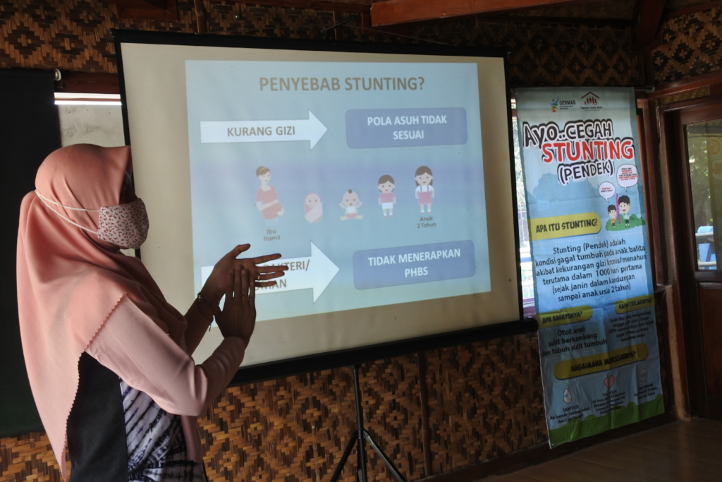 Miss Erna explaining about the causes of Stunting