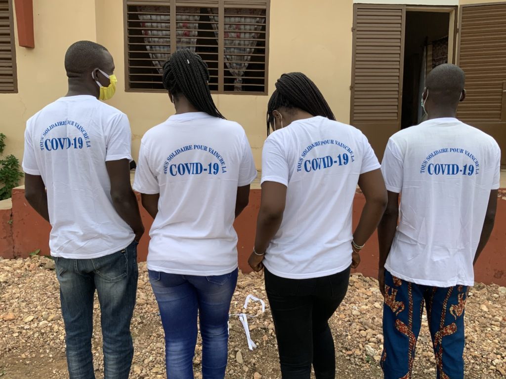 Student volunteers ready for house visits - COVID