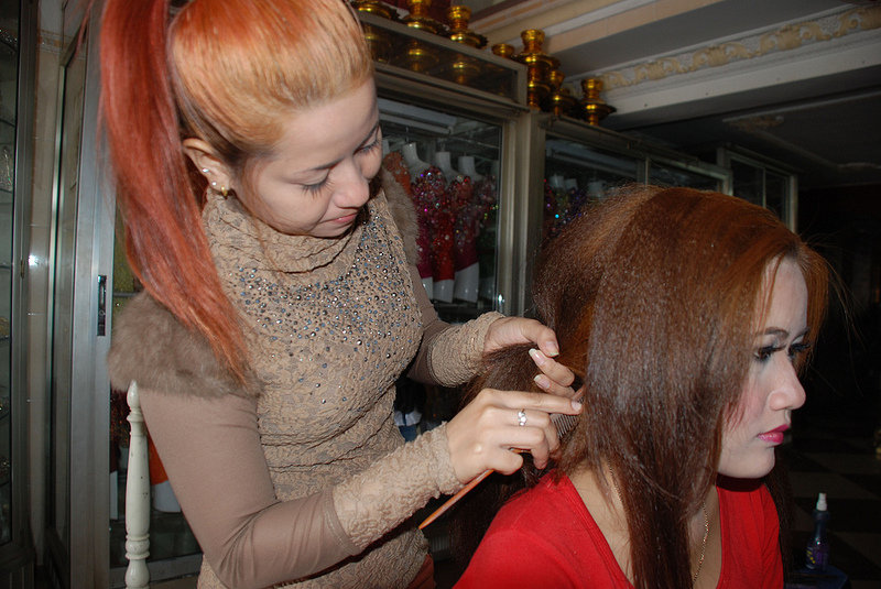 Chenda practicing hair styling skills