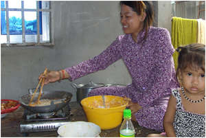 Sok Khea cooking with her daughter