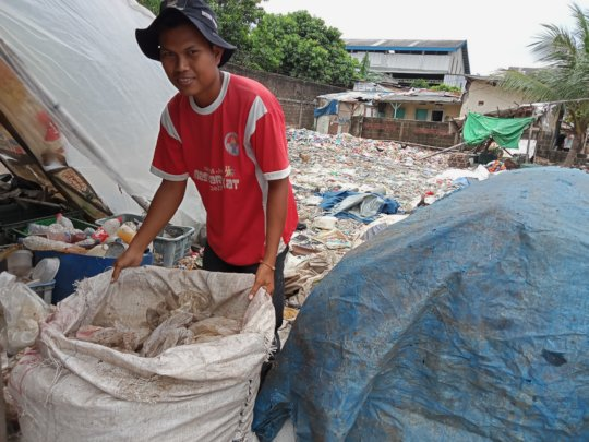 Informal waste collector, Indonesia