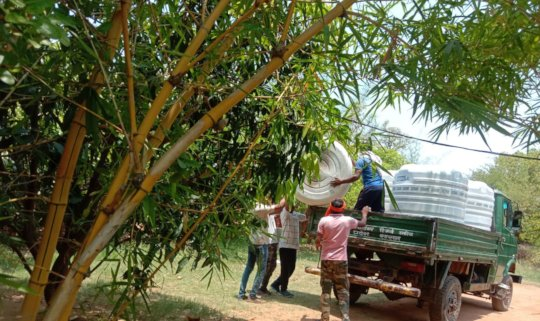Unloading the water tanks