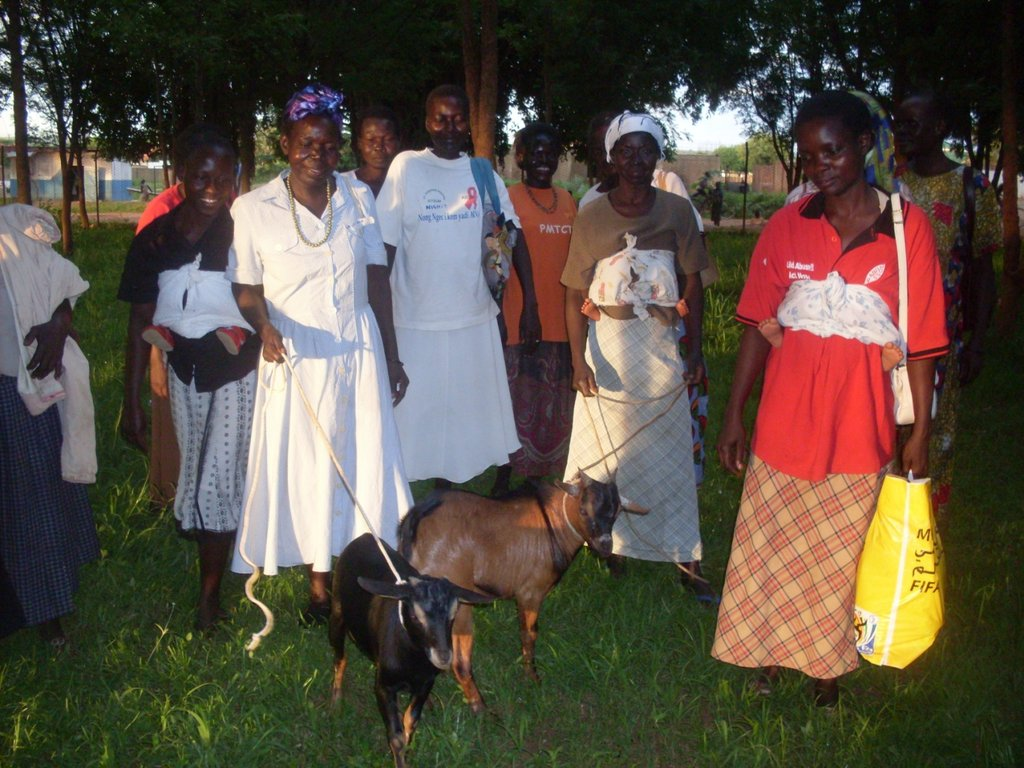 Members of the two groups after receiving goats