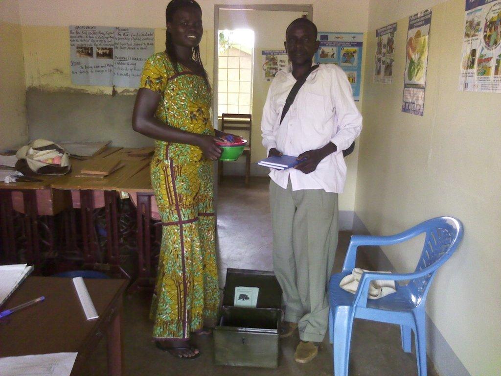 Member of the association handing over a cash box