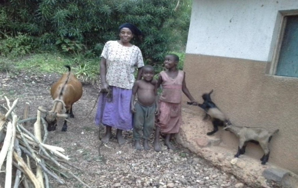 Mauda with her grandchildren, Shallon and Kevin