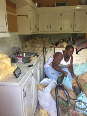 Packaging Food Parcels for People of Choiseul
