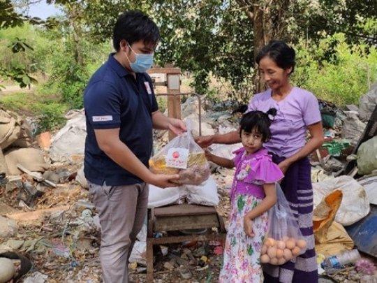 AAR local staff handing the food package