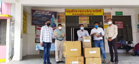 Delivery of medicine kits at CHC in Sitapur, UP.