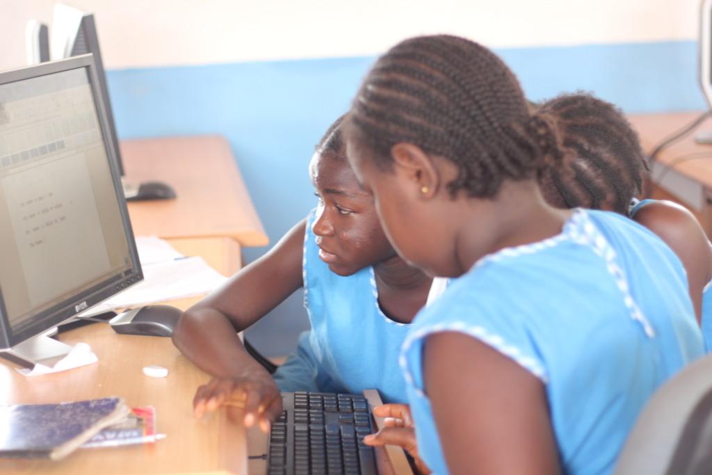 Computer lab pupils