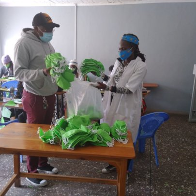 550 masks being given to the Rotary Club of Nakuru