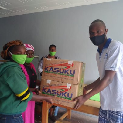 1,000 facemasks being given to the Rotaract Club