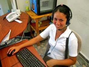 Rosa, OYE scholar, using a donated computer