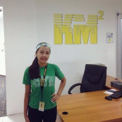 Kelyn at call center KM2 Solutions