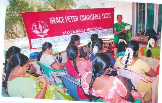 Artificial Jewellary Making Course for Women