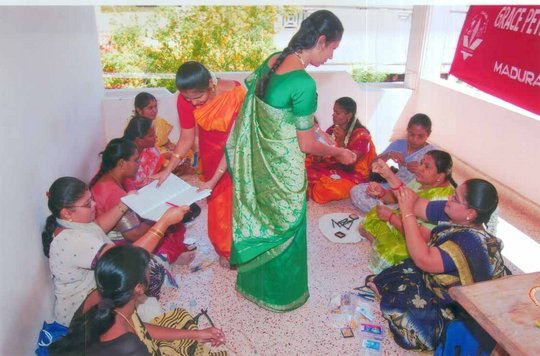 Artificial Jewellary Making Course for Women-1