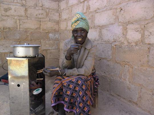 Lunonga and her stove