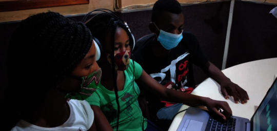Student Radio Producers in Mozambique!