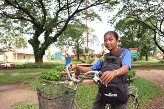 100 pink bikes to bring Cambodian girls to school