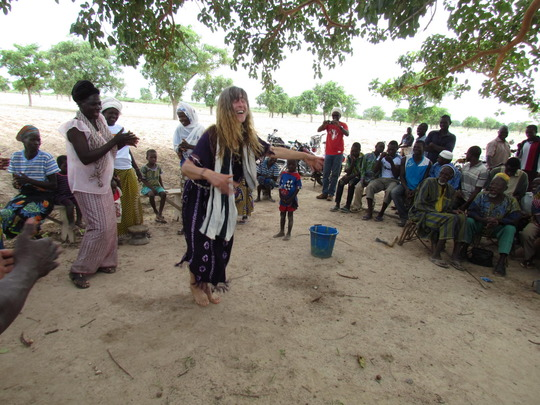 Ina dances with village women of Lampiadi