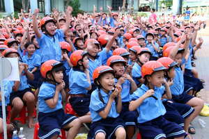 "Students shout ""I Love Helmets"" in Ho Chi Minh"