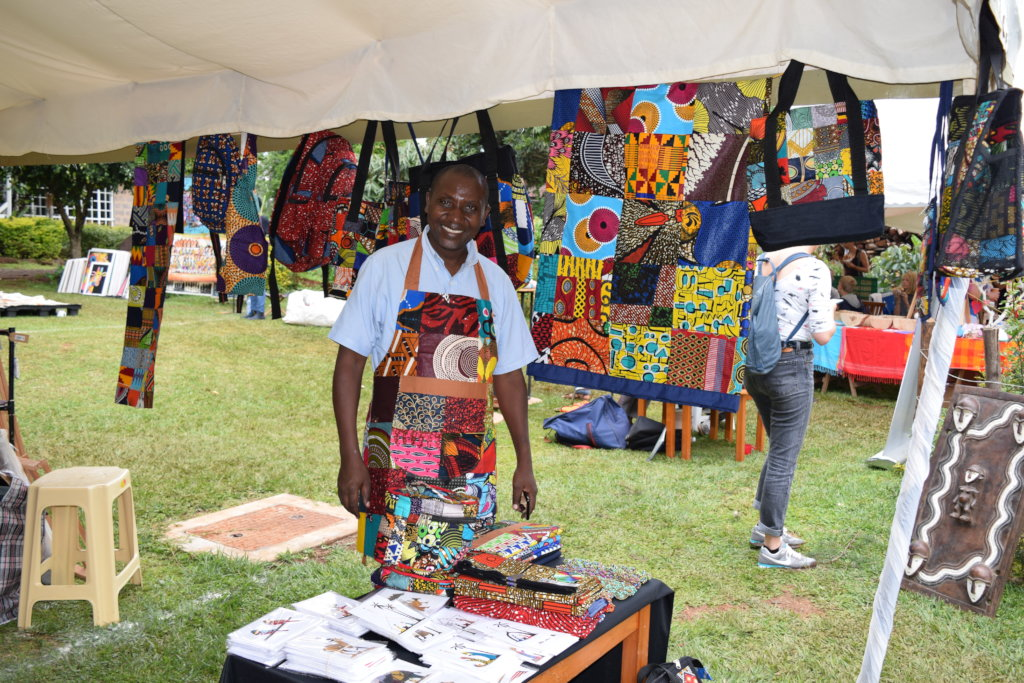 Refugee artisan participates in fair