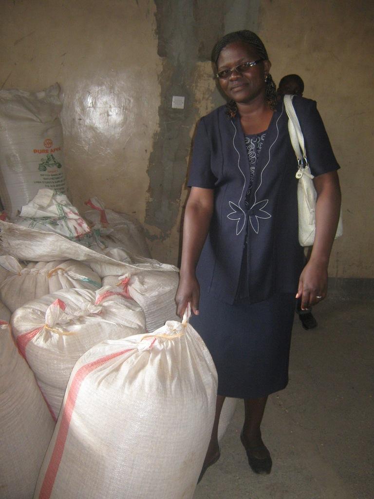 Sandota School director receives corn for school