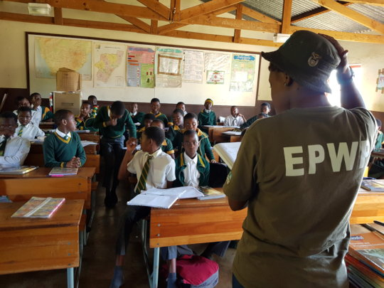 Environmental monitor talking to learners