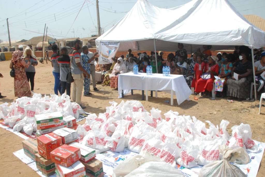 PROVIDE FOOD ITEM FOR 300 NIGERIA VULNERABLE WOMEN