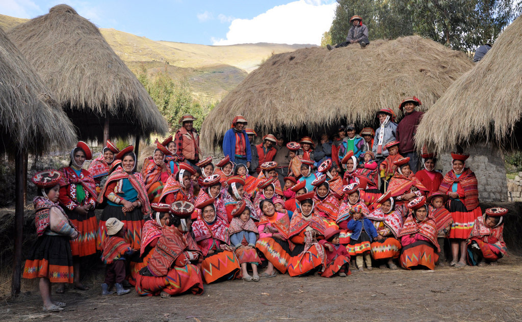 Secure an income for rural Quechua women weavers