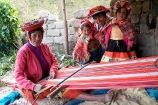 Awamaki weaver Valentina and her family