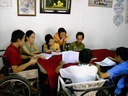 Phan Uyen Nghi (back row, second from right)
