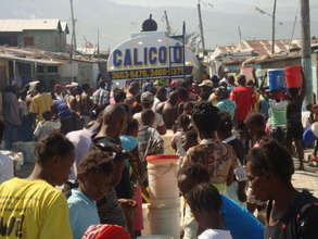 Haitians Line up for Clean Water